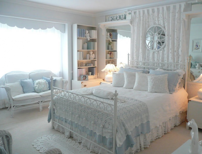 Great classics for interior decoration of the big girl room