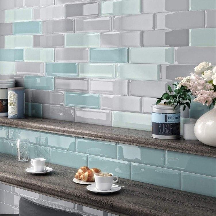 Kitchen Splashback Tile: Best Design and Decoration Ideas. Glossy surface imitating wet glass