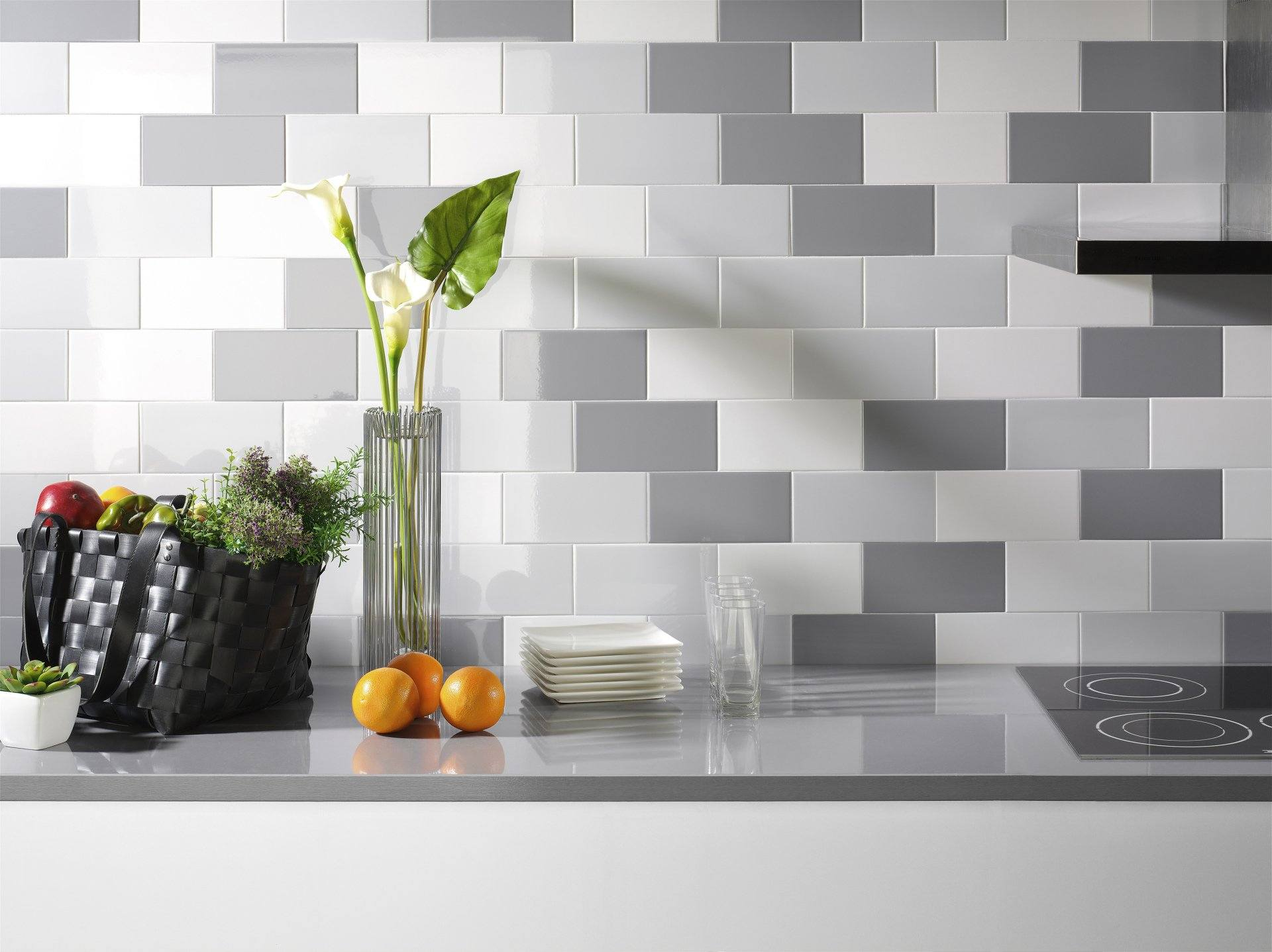 Kitchen Splashback Tile: Best Design and Decoration Ideas. Gray touch in the kitchen wall