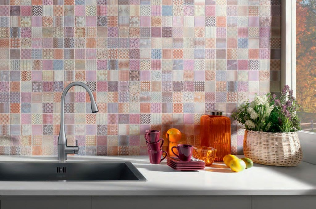 Kitchen Splashback Tile: Best Design and Decoration Ideas. Multicolored mosaic and white countertop