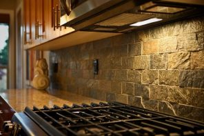 Kitchen Splashback Tile: Best Design and Decoration Ideas. Great lacquer for brickwork tile with glossy effect