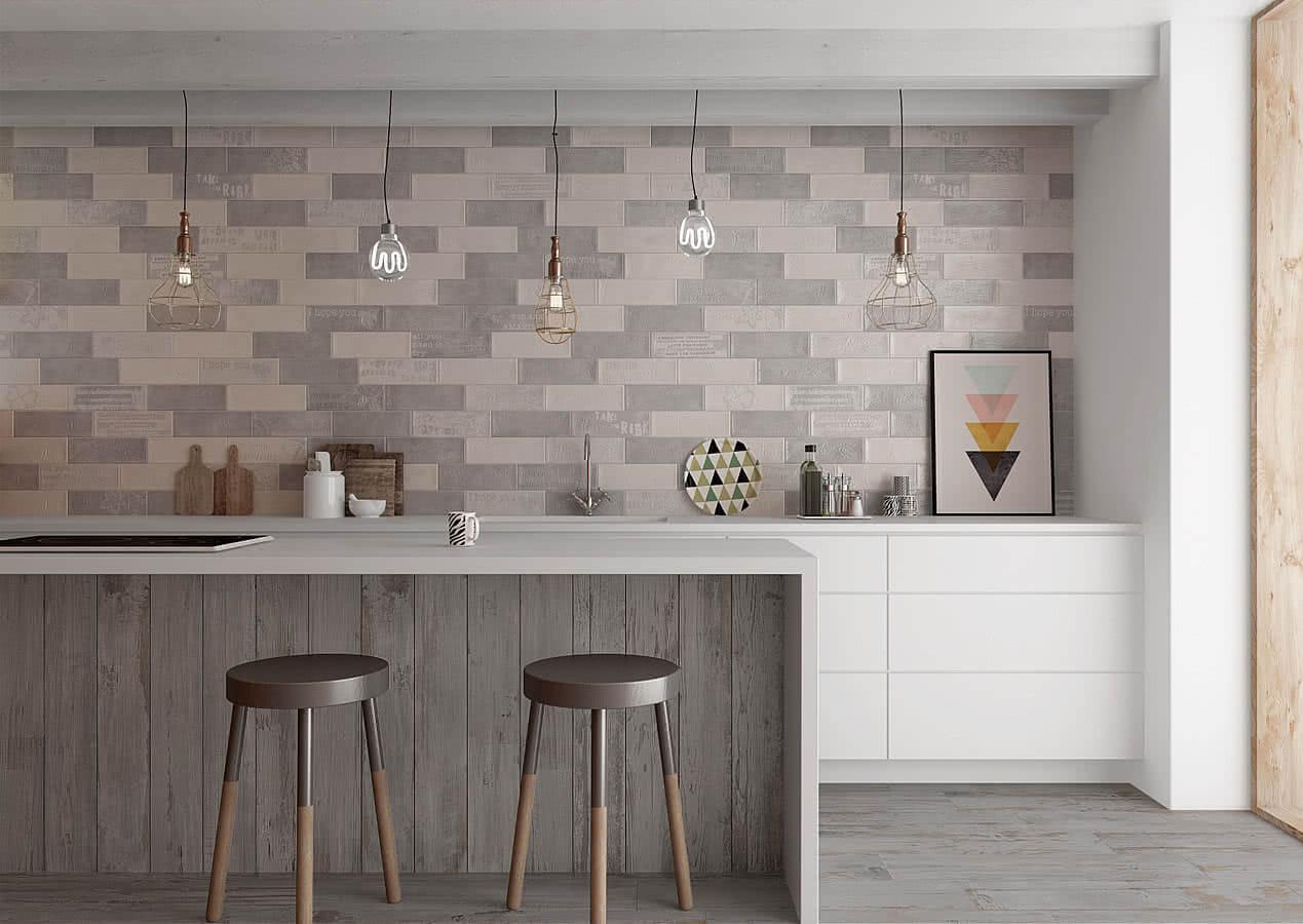 Kitchen Splashback Tile: Best Design and Decoration Ideas. Gray hues in richly furnished area