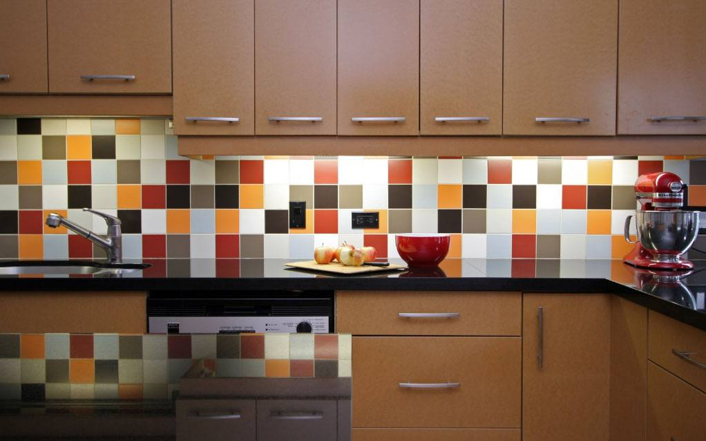 Kitchen Splashback Tile: Best Design and Decoration Ideas. Big colorful mosaic