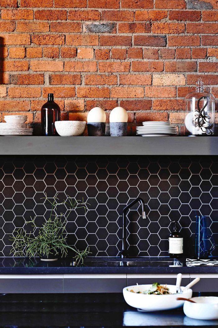Kitchen Splashback Tile: Best Design and Decoration Ideas. Dark honeycomb accent tiles