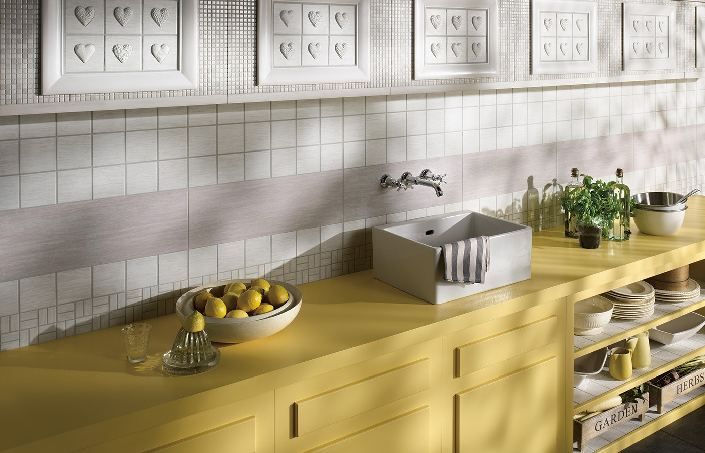 Kitchen Splashback Tile: Best Design and Decoration Ideas. Wooden kitchen cabinets and Provence styled sink