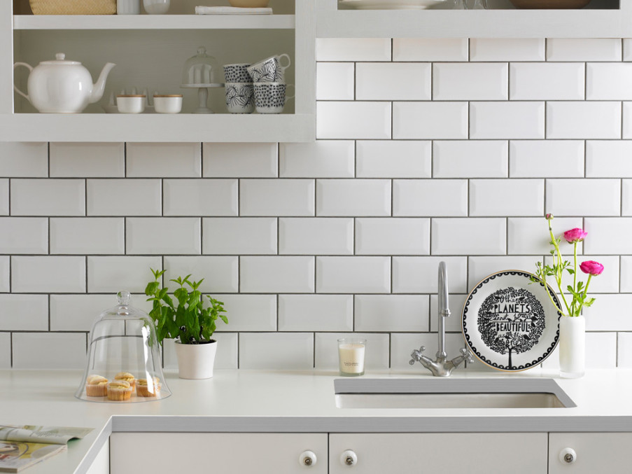 Kitchen Splashback Tile: Best Design and Decoration Ideas. Typical metro tile with dark seams