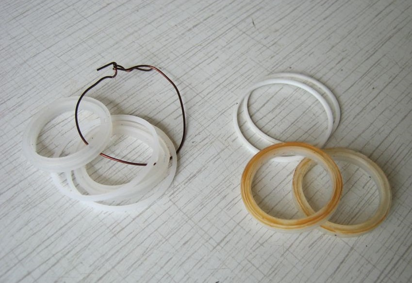 The seals (gaskets) and fluoroplastic rings