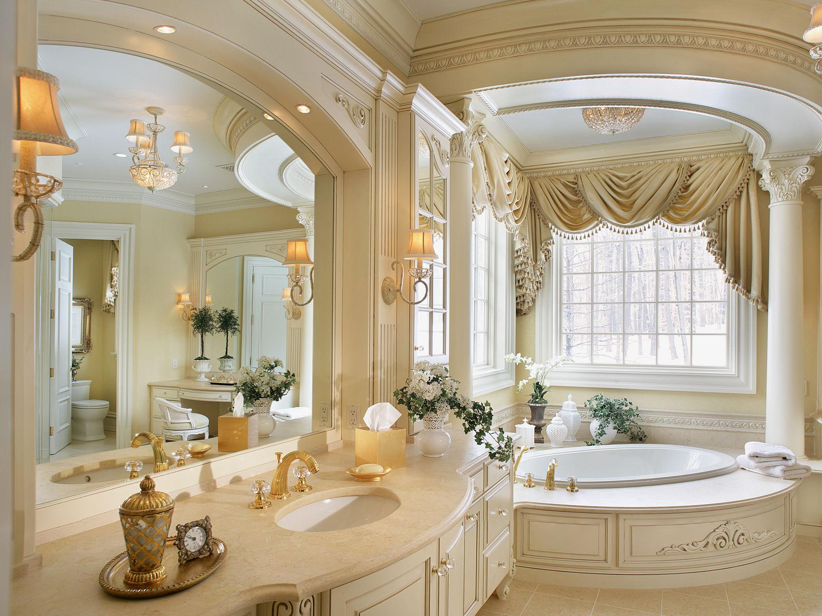 Bathroom design with creamy tones and stucco trimming