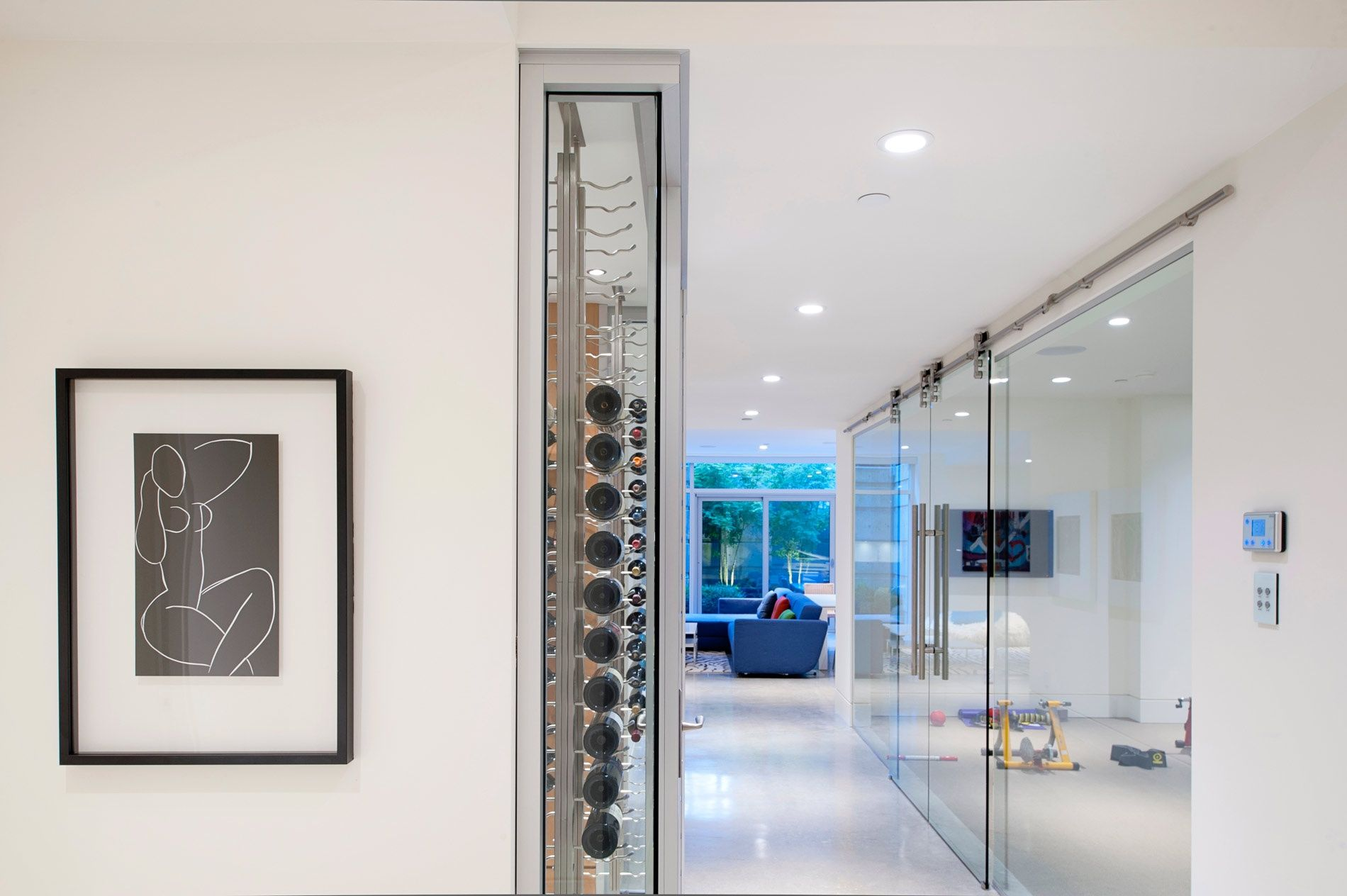 Interior Glass Doors: Best Design Ideas and Application. Ultramodern spacious hall with the glass delimited zones