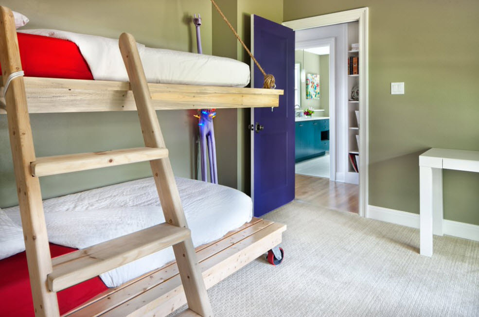 Great minimalistic bunk bed on castors