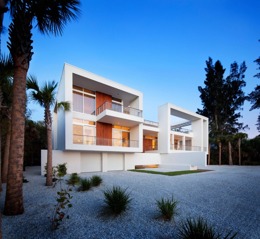 Cantilever Balcony to Enhance the House Facade Design. Ultramodern white house in boxed spectacular form