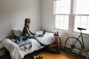 Top Ways to Make Your Student Flat Feel Like Home. Cozy small room in white with polished hardwood floor