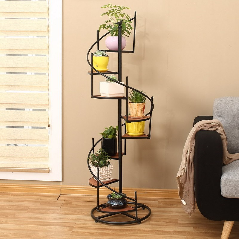 Nice spiral design of the flower stand