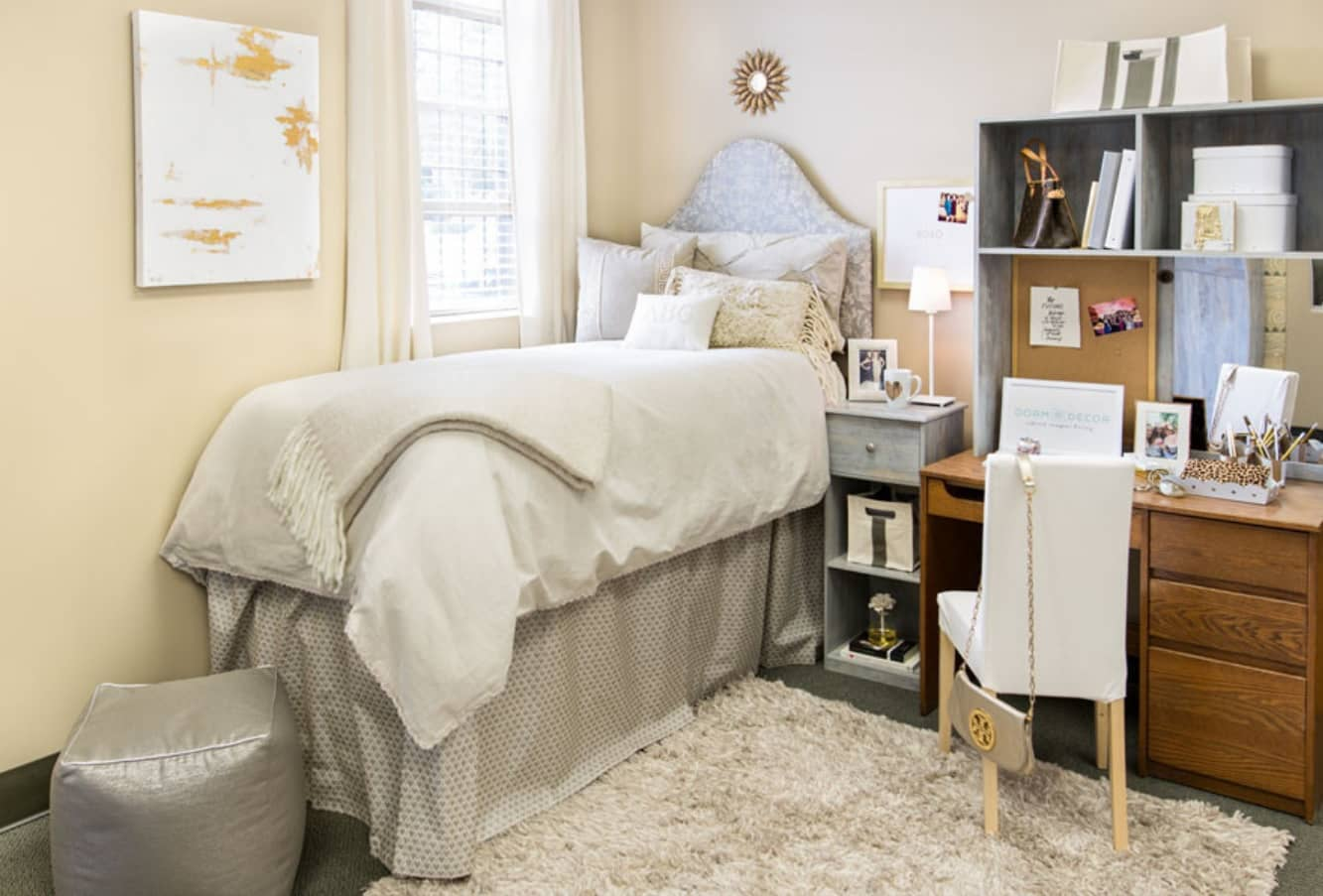Five Ideas to Make Your Dorm Room Look Stylish and be Ergonomic. Cute personalized dormitory in Shabby Chic style