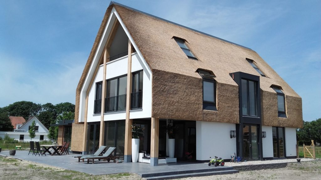 Energy-Efficient House Design: Building Rules. Insulated roof for a rectangular two-story house