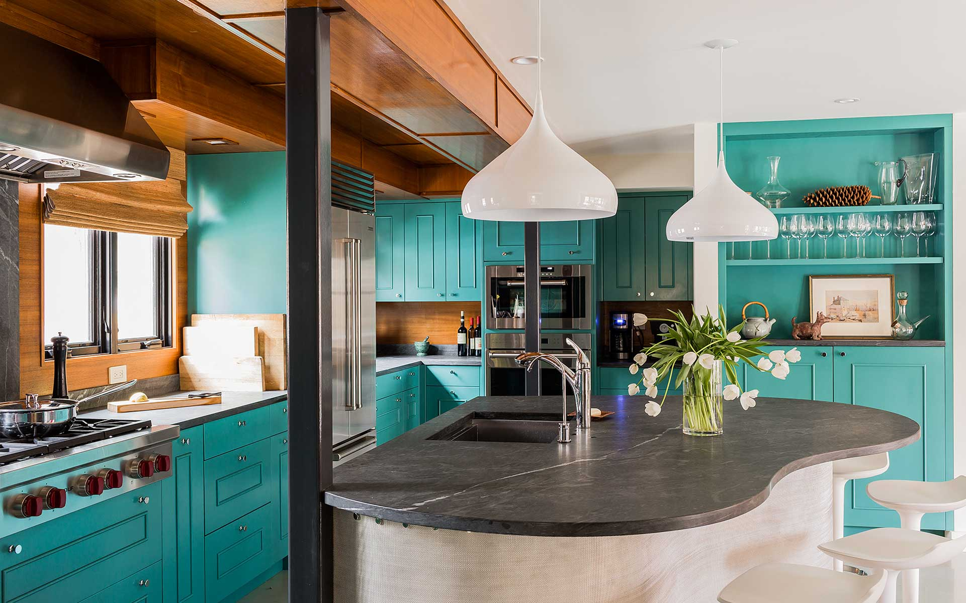 Turquoise Kitchen Design Ideas: A Lot of Decoration Options. Streamline phsilosophy of the space with large gray island