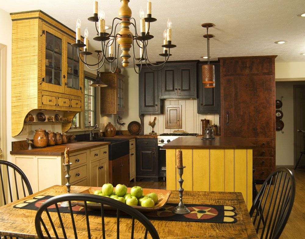 Unexpected yellow and black cobination for colonial kitchen