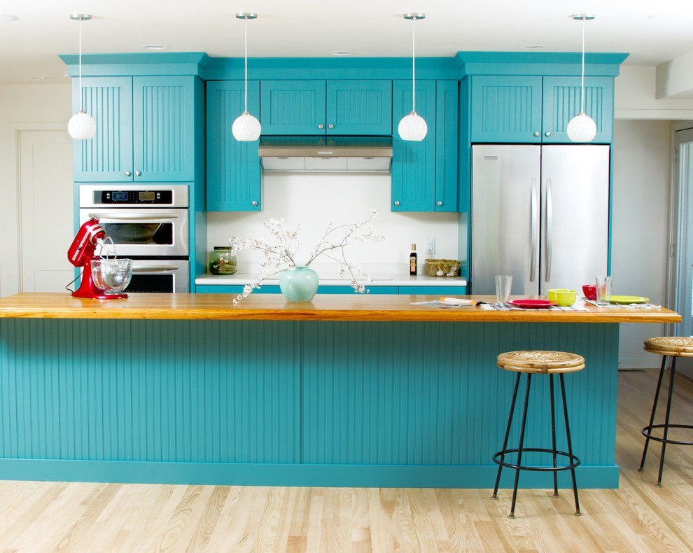 Wainscoting imitation for classic designed kitchen in bright turquoise