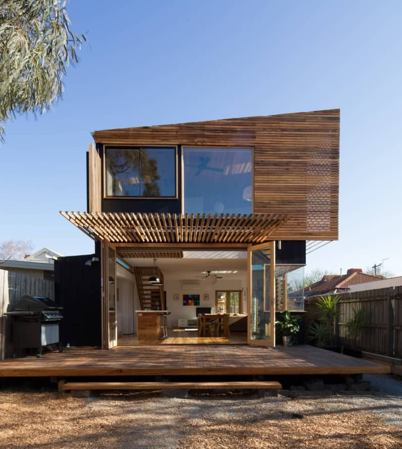 Great wooden stremline architecture for modern sustainable house