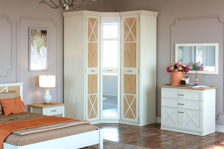 Sash and mirror facades for classic white wardrobe
