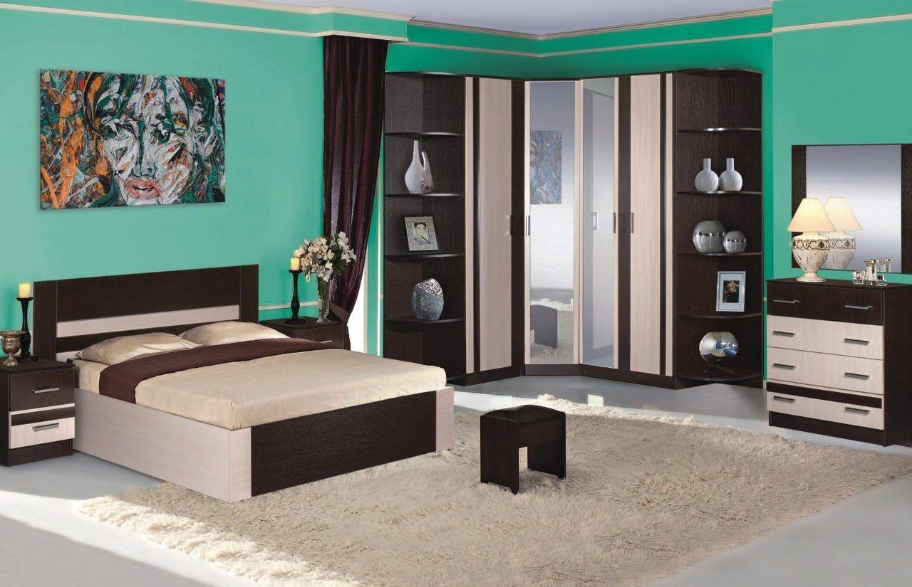 Great emerald green and dark wood color combination for the bedroom