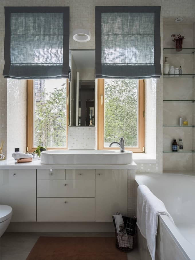 8 Tips For Keeping Your Interiors Picture Perfect. White bathroom with retro design and light wooden window