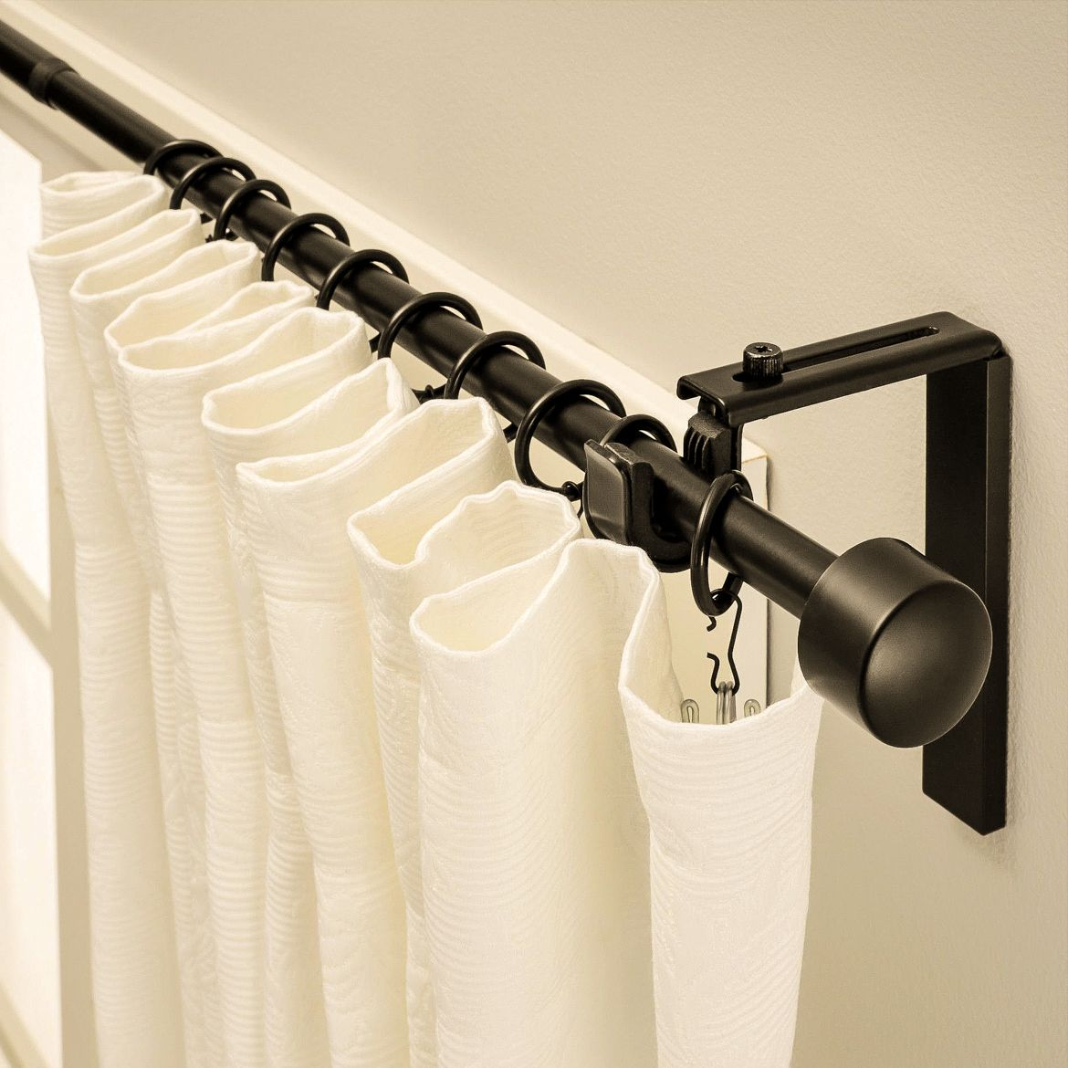 Accent black rod for light curtains