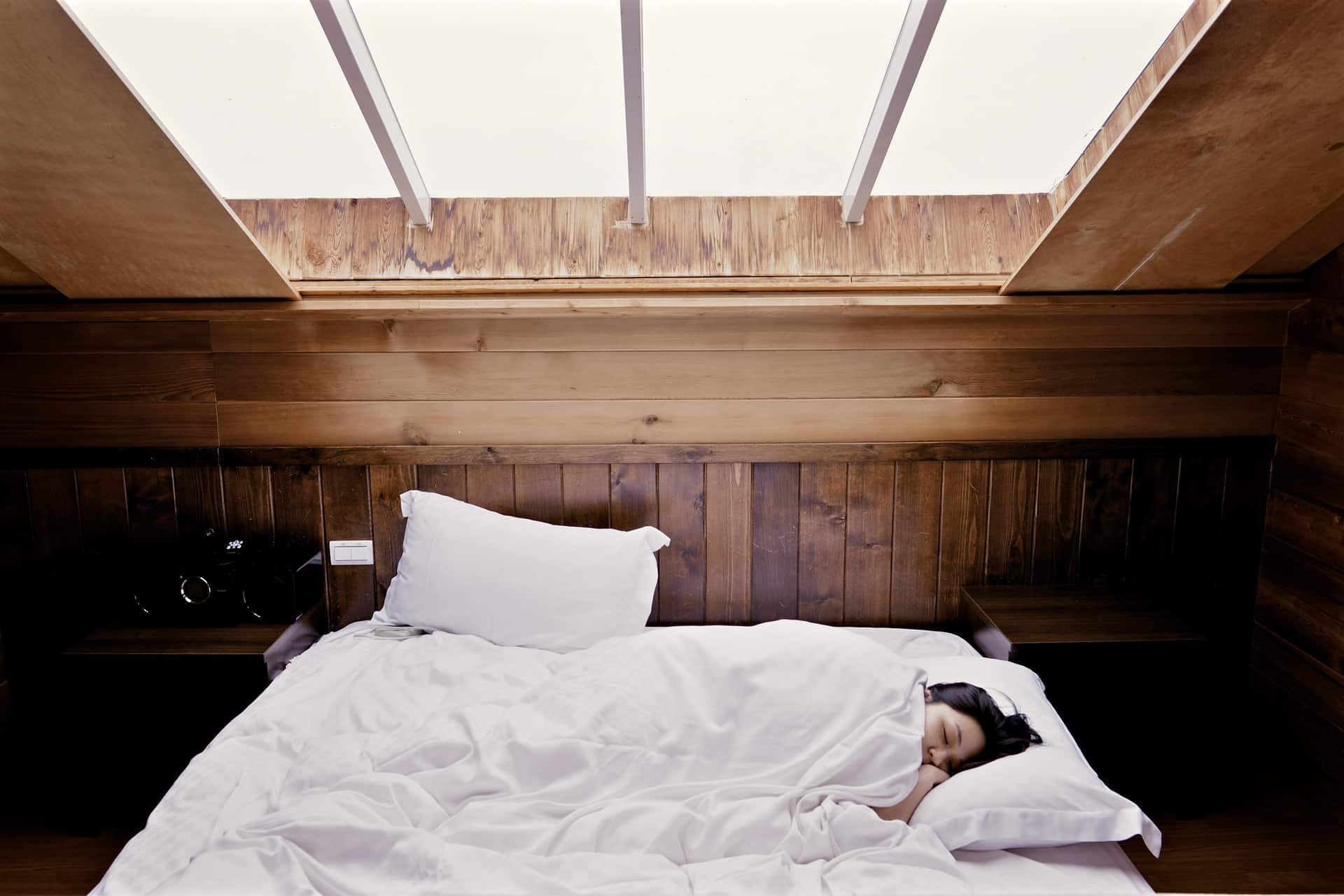 Top 5 Benefits from Using Suitable Mattresses for Your Body. Skylight in the chic classic bedroom