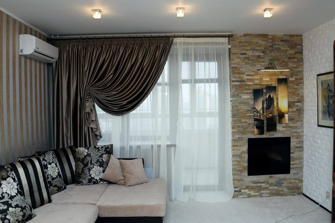 Curtains Rods: Types, Production Materials, Fastening Overview. Cozy living room with chic blackout drapes