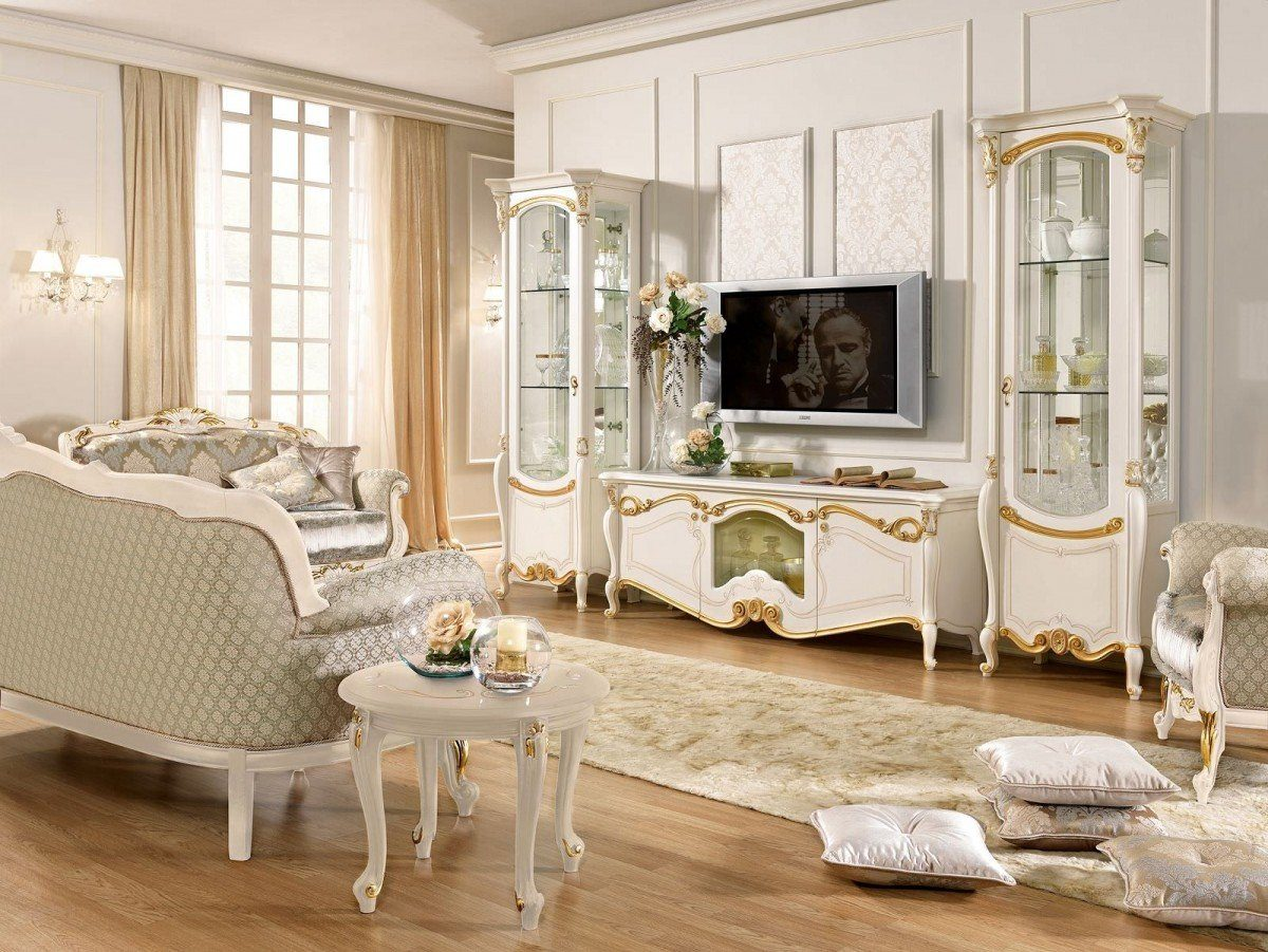 Baroque Living Room: Tips for Creating Chic Room at Home. Great hardwood floor for classic designed room with sash window
