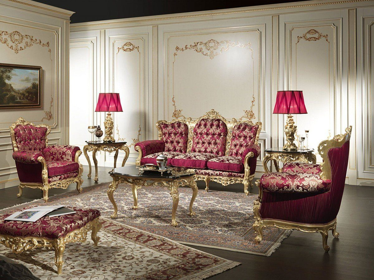 Baroque Living Room: Tips for Creating Chic Room at Home. Unusual pink lampshades and carved furniture