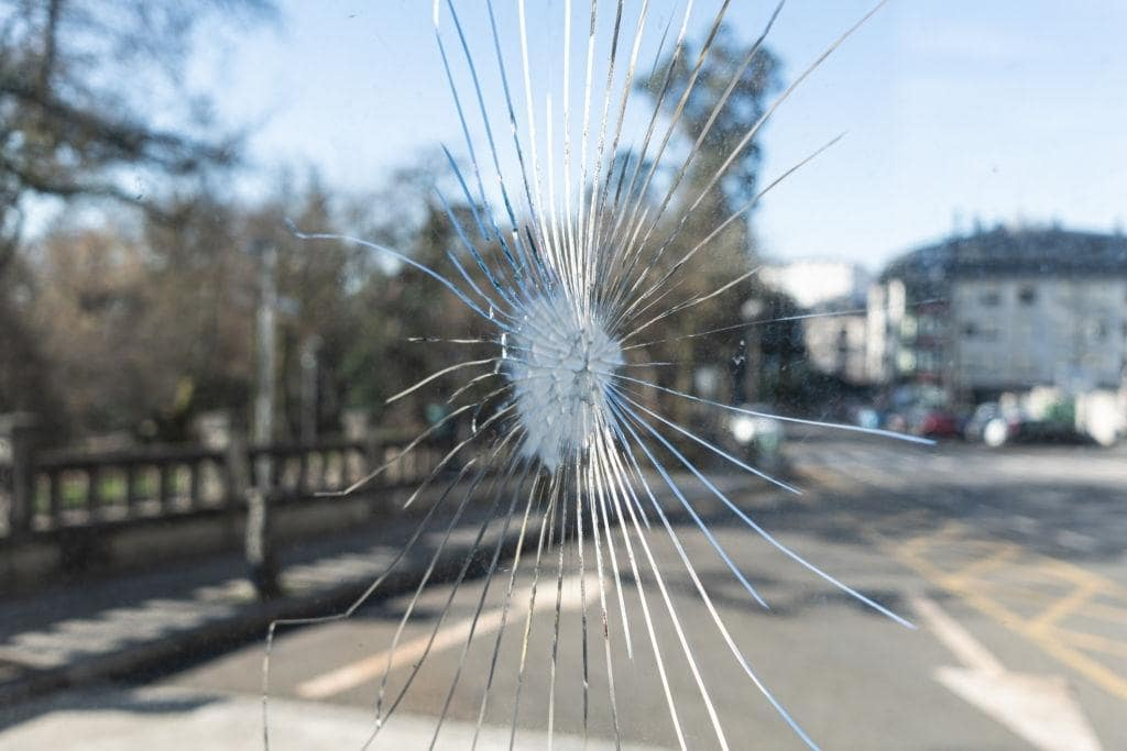Facts About Laminated Glass Windows That Make Them Preferred Choice. Glass crack