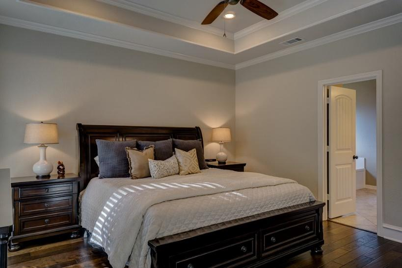Making the Most of a Small Bedroom. Classic atmosphere and the ceiling with cornices and fan