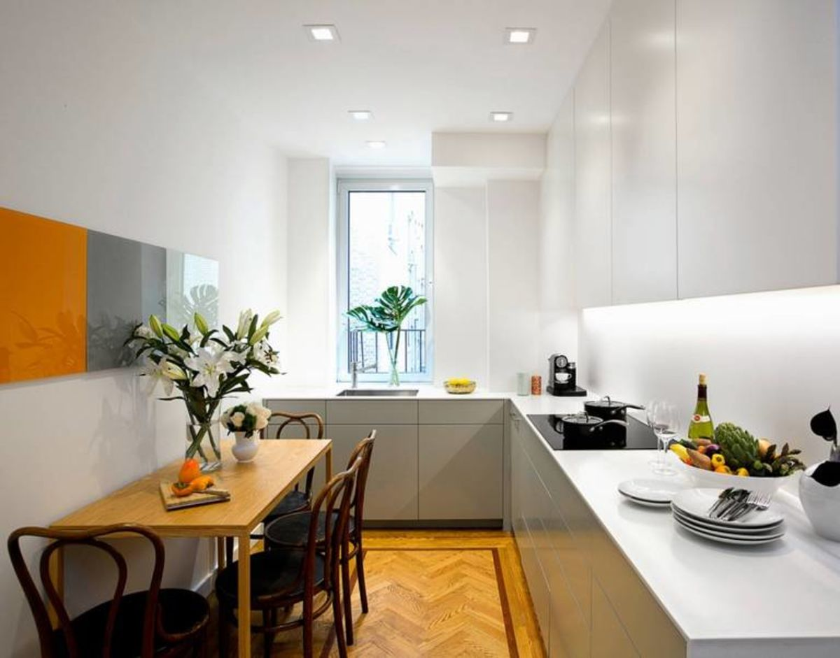 Narrow Kitchen Design Features and Modern Decoration Solutions. Modern atmosphere with classic lamniated floor