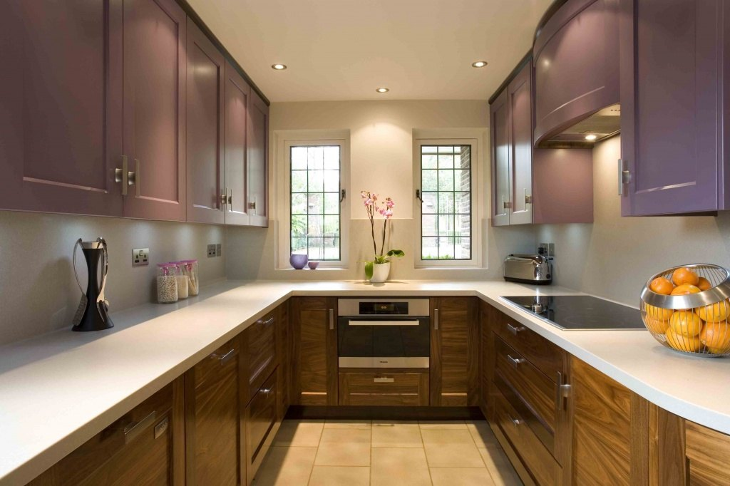 White creamy classic narrow kitchen design
