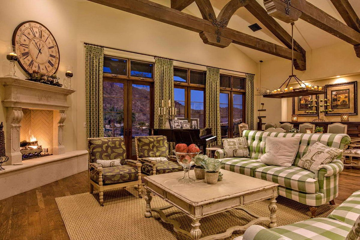 Beige walls for neat design of the country styled living room