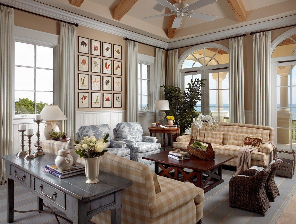 Country Style Living Room Design: Cozy and Romantic Atmosphere. Classic designed room in pastel colors