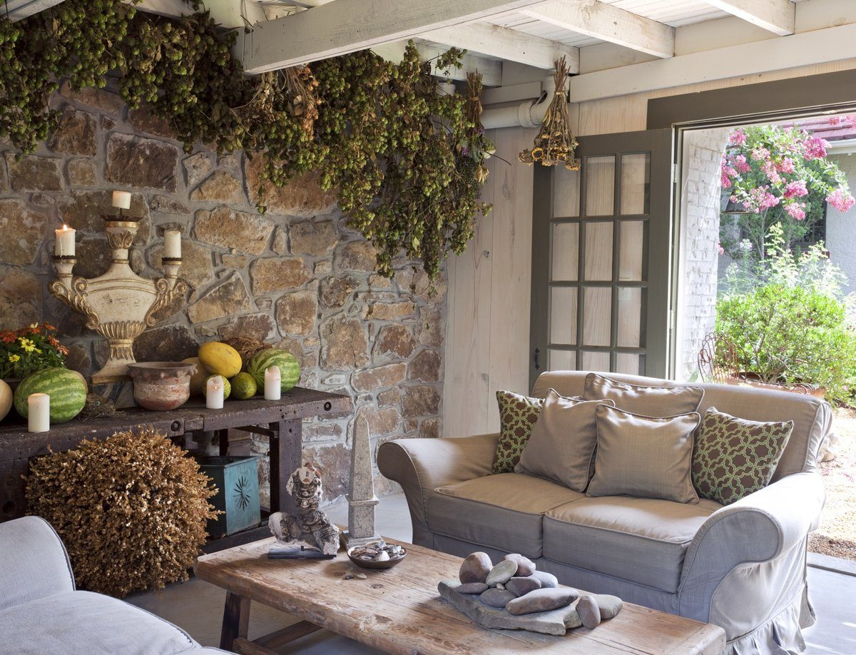 Stone laid design of the walls for apparent Country style in the living room with plant ceiling decoration