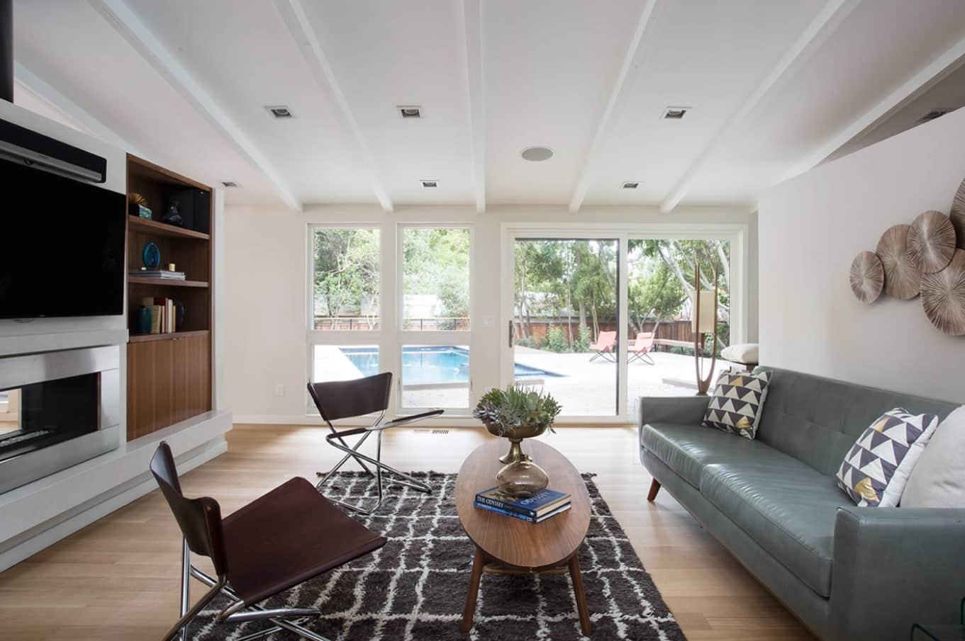 Great sunroom living design with minimalistic setting