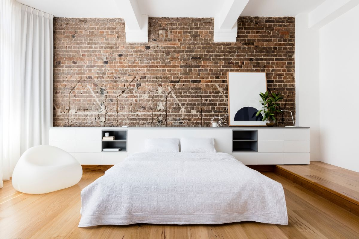 Scandi minimalism for white ceiling and light wooden floor