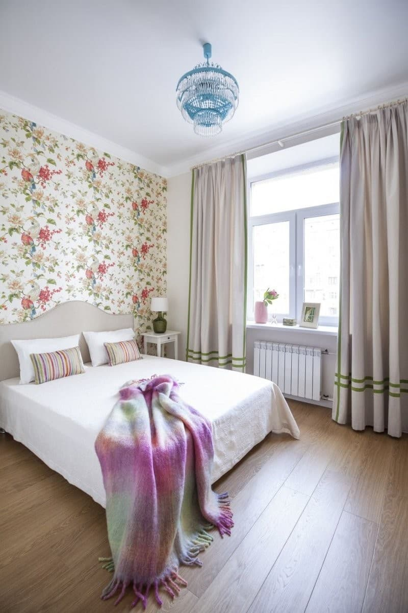 Wallpaper Design Ideas 2020 to Make Interior Elegant. Floral motiff on the headboard wall
