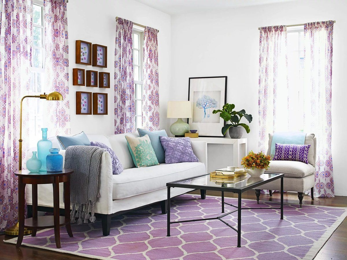Lilac Colored Living Room: Fresh Design Ideas. Classic styled room with floral motiff on the curtains