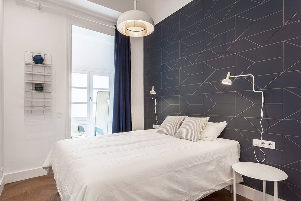 Fleece wallpaper in the bedroom