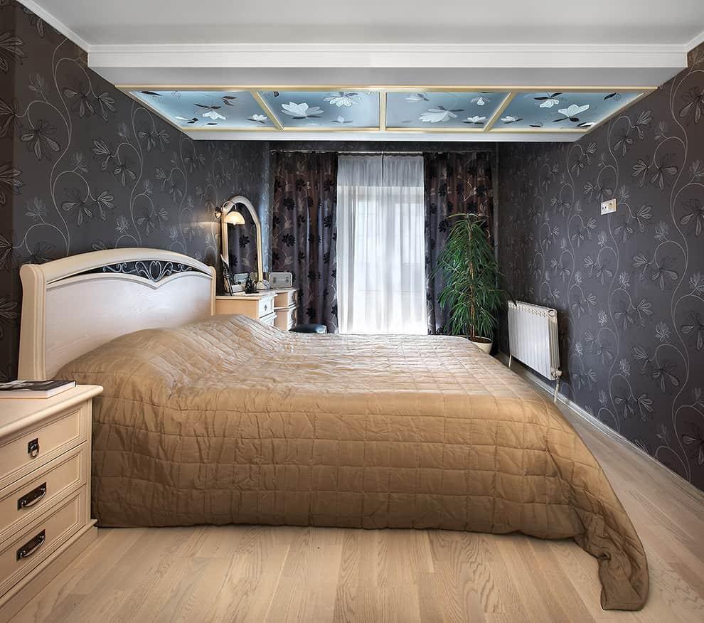 Paper wallpaper in the bedroom