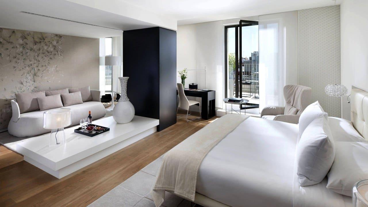 White Wallpaper Interior Design Ideas. Large black column for totally white large modern bedroom