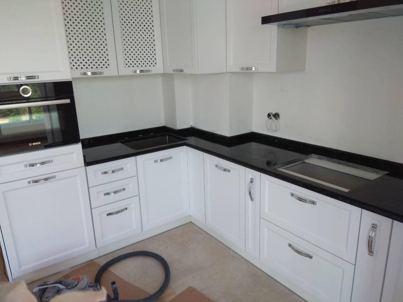 A Guide To Using Granite In Your Kitchen. Classic design with black countertop