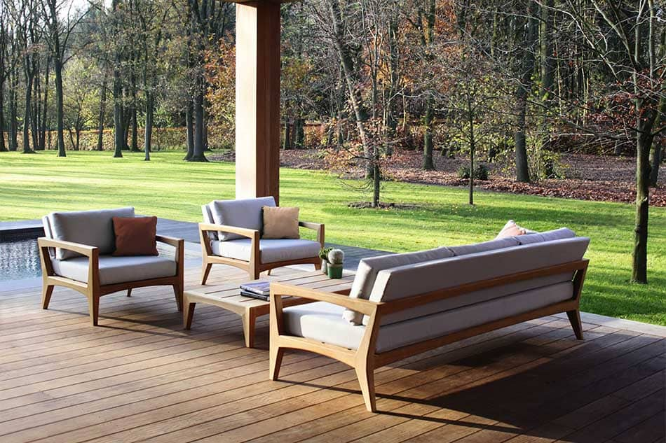 Best Patio Furniture Materials For The Hot Season. Teak wood and soft tops for deck patio zone in modern chalet style