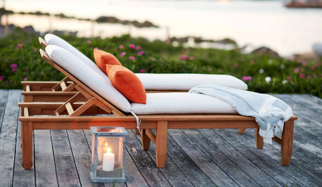 Best Patio Furniture Materials For The Hot Season. Sunbed with waterproof material on top