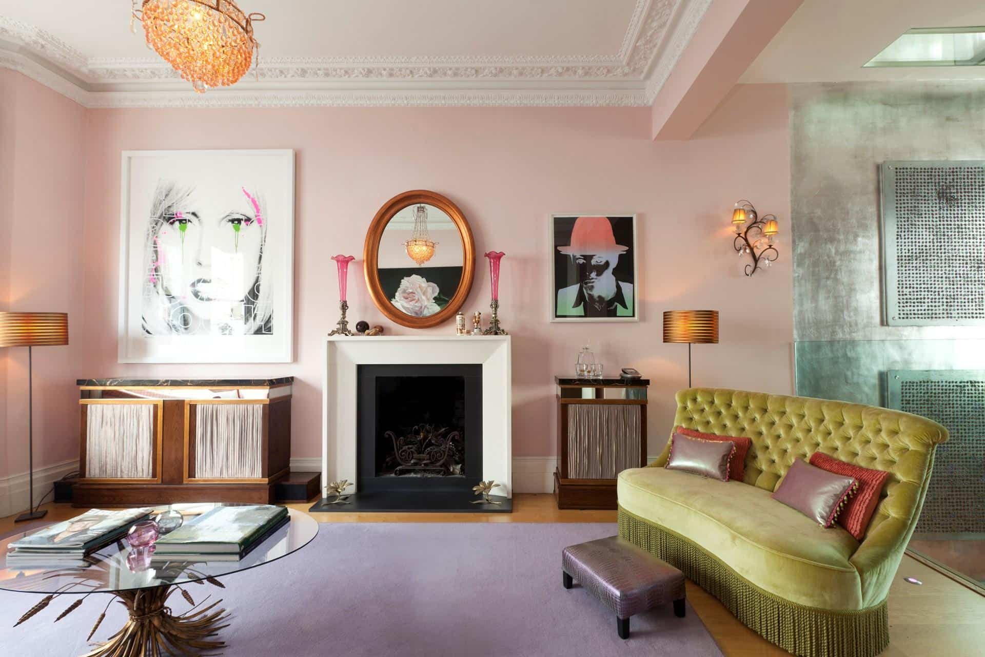 Pop art touch for colorful boudoir decoration with pink walls
