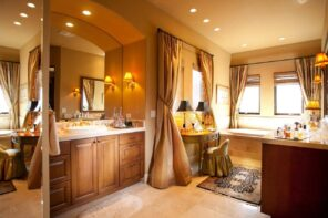 Boudoir Interior Design Ideas for the Refined Woman's Taste. Nice Art deco styled bathroom with noble gold and brown tints